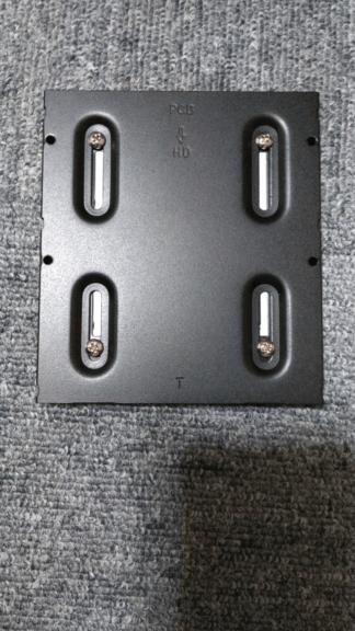 SSDにサイズ変換ブラケットを取り付ける