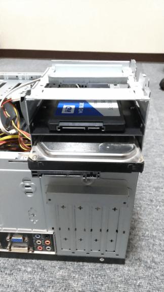 SSDを3.5インチベイへ設置する